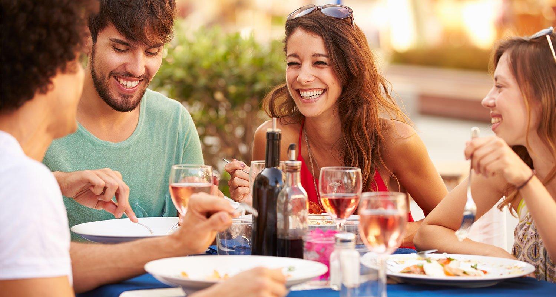 Essen mit Rosé-Wein